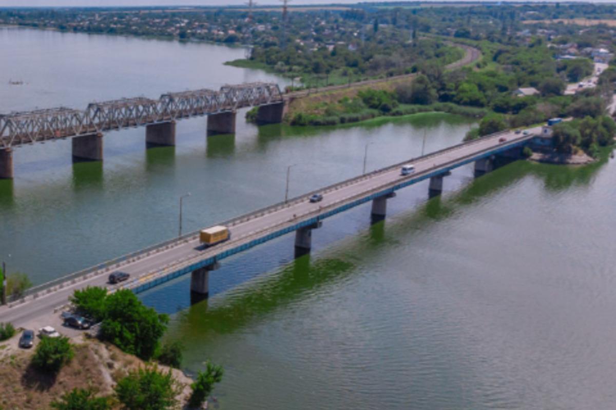 В Днепре девочка прыгнула с моста и смогла выжить,узналижурналисты / фото dp.informator.ua