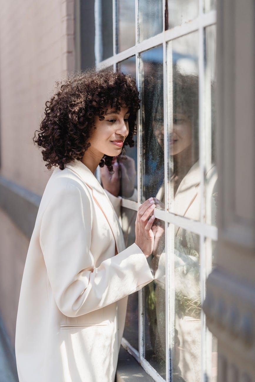 Модное окрашивание волос 2021 / pexels.com