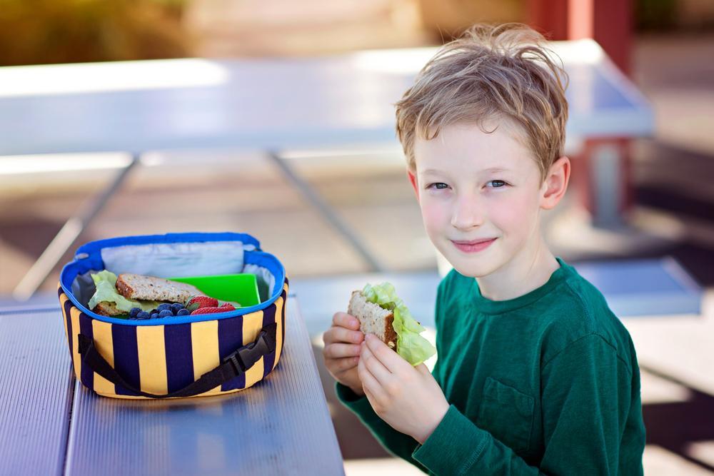 Что приготовить ребенку с собой в школу/ фото ua.depositphotos.com