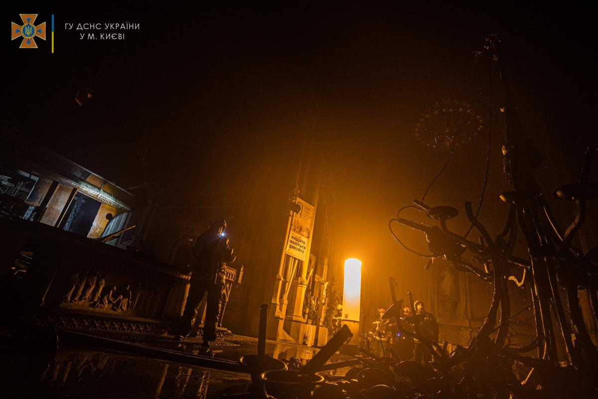 Зеленский просит Шмыгаля о реставрации костела / фото: ГСЧС Украины в Киеве
