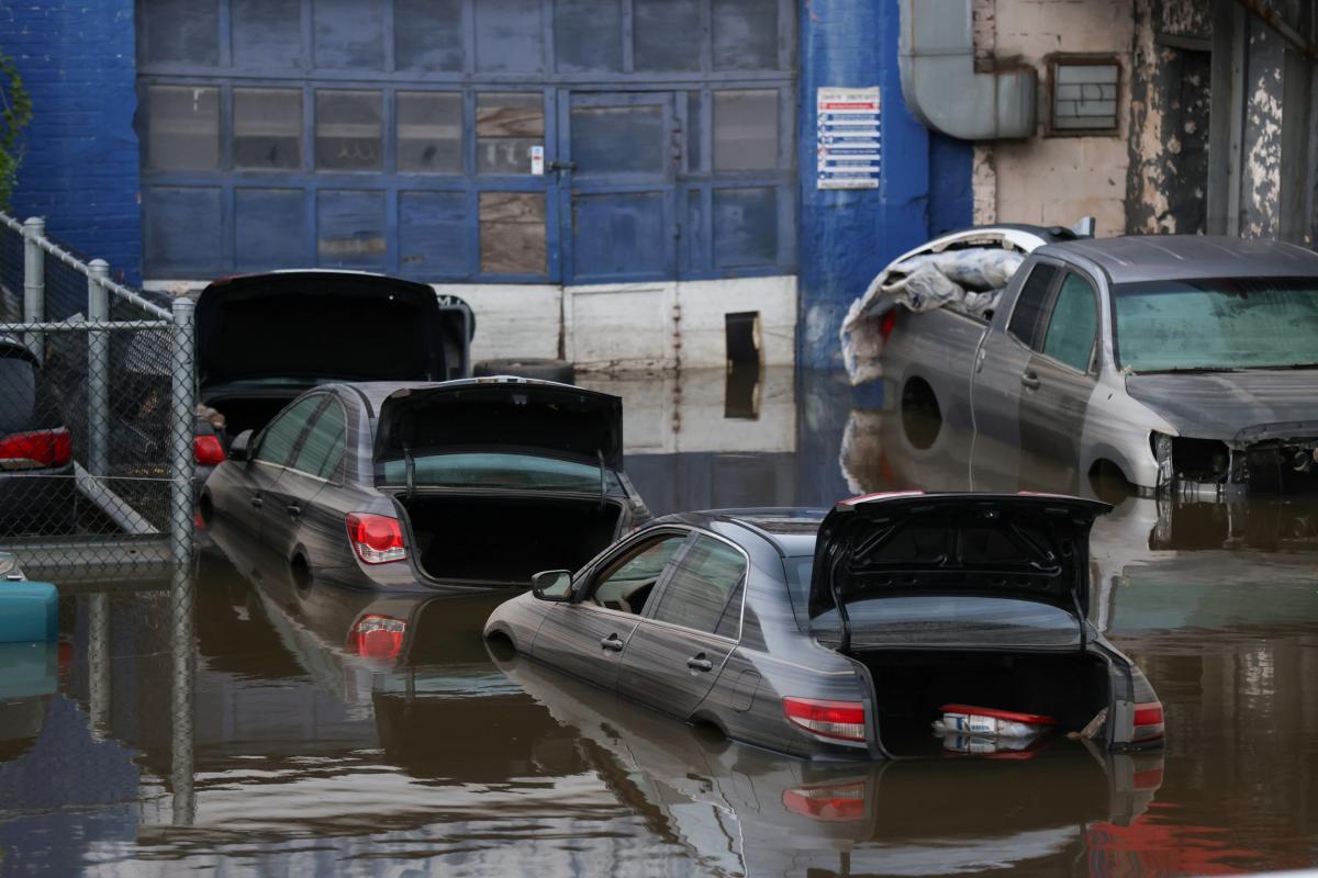 """Ураган """"Ида"""" атаковал американское побережье в конце лета / REUTERS"""