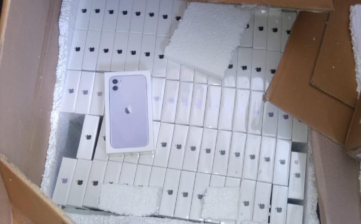 Украинец втайне пытался провезти 775 телефонов разных моделей / фото dpsu.gov.ua