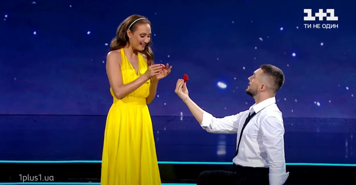Евгения Власова выступает в паре с Максом Леоновым / скриншот