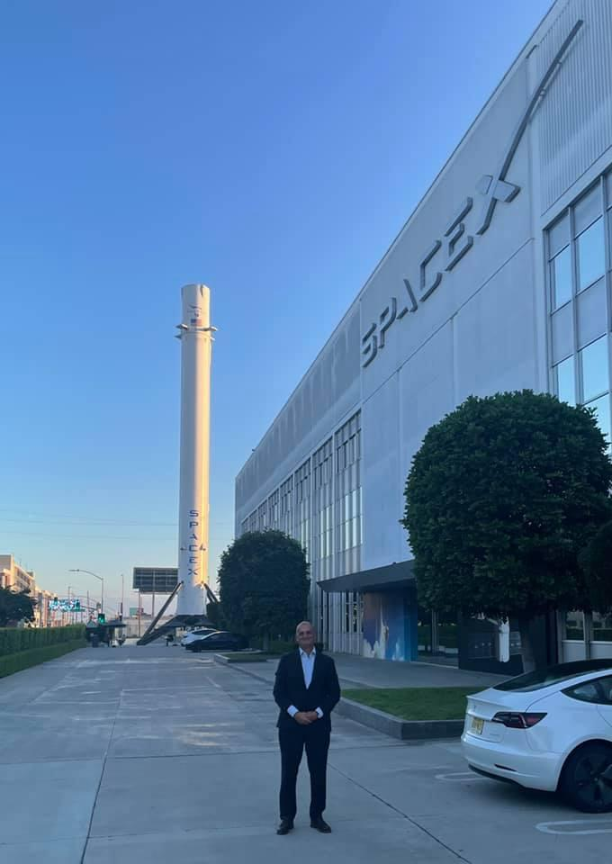 Внук Сергея Королева на заводе SpaceX / фото facebook.com/andrey.korolev.moscow