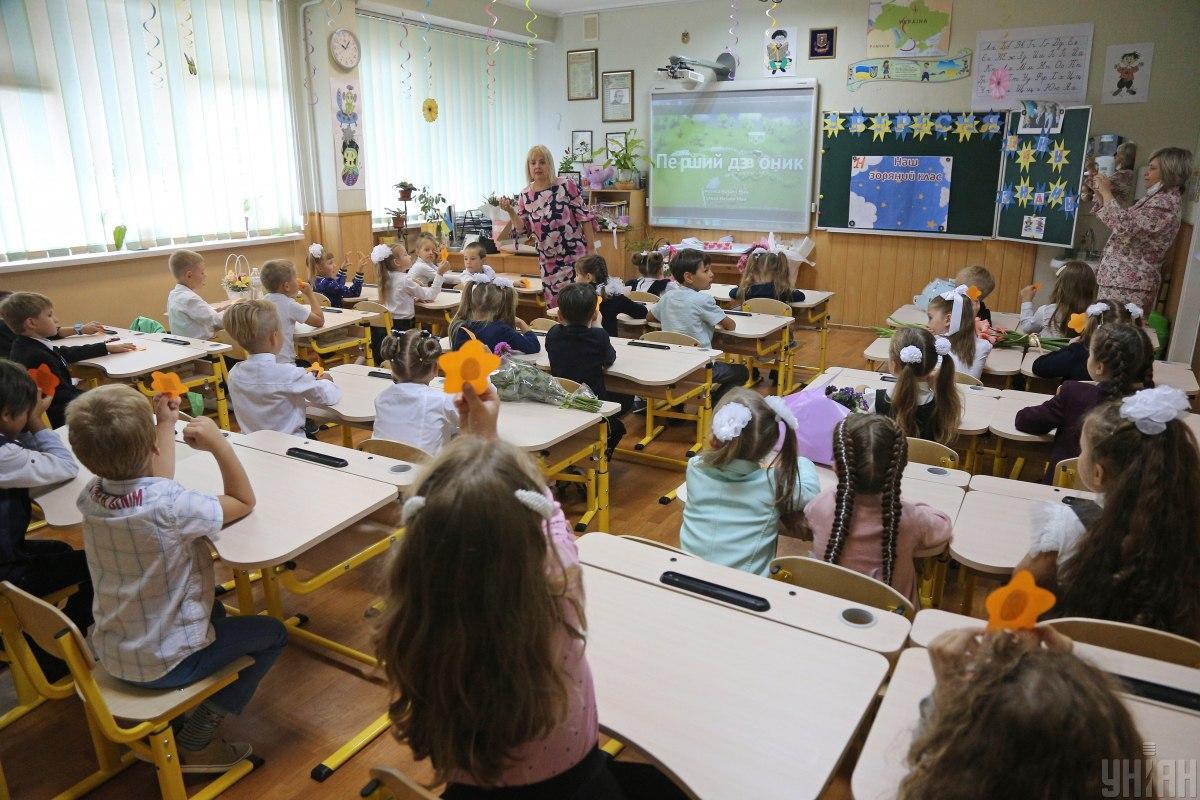 В МОН назвали языки, которыми учат детей в украинских школах / фото УНИАН