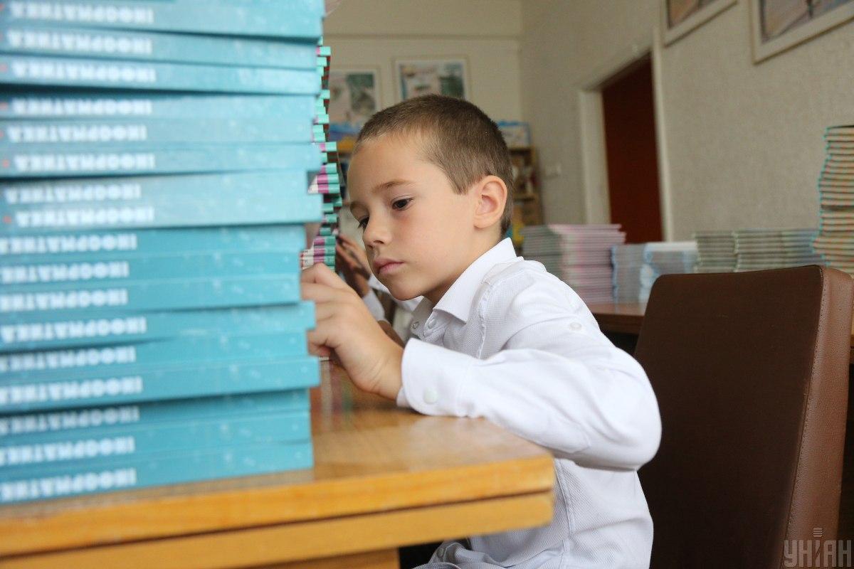 Осінні канікули у школярів можуть початись на тиждень раніше/ фото УНІАН