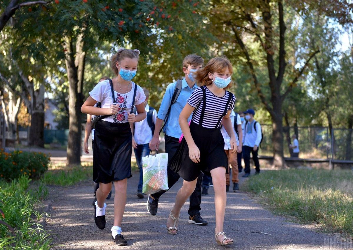Харьковские школьники уйдут на осенние каникулы раньше \ фото УНИАН