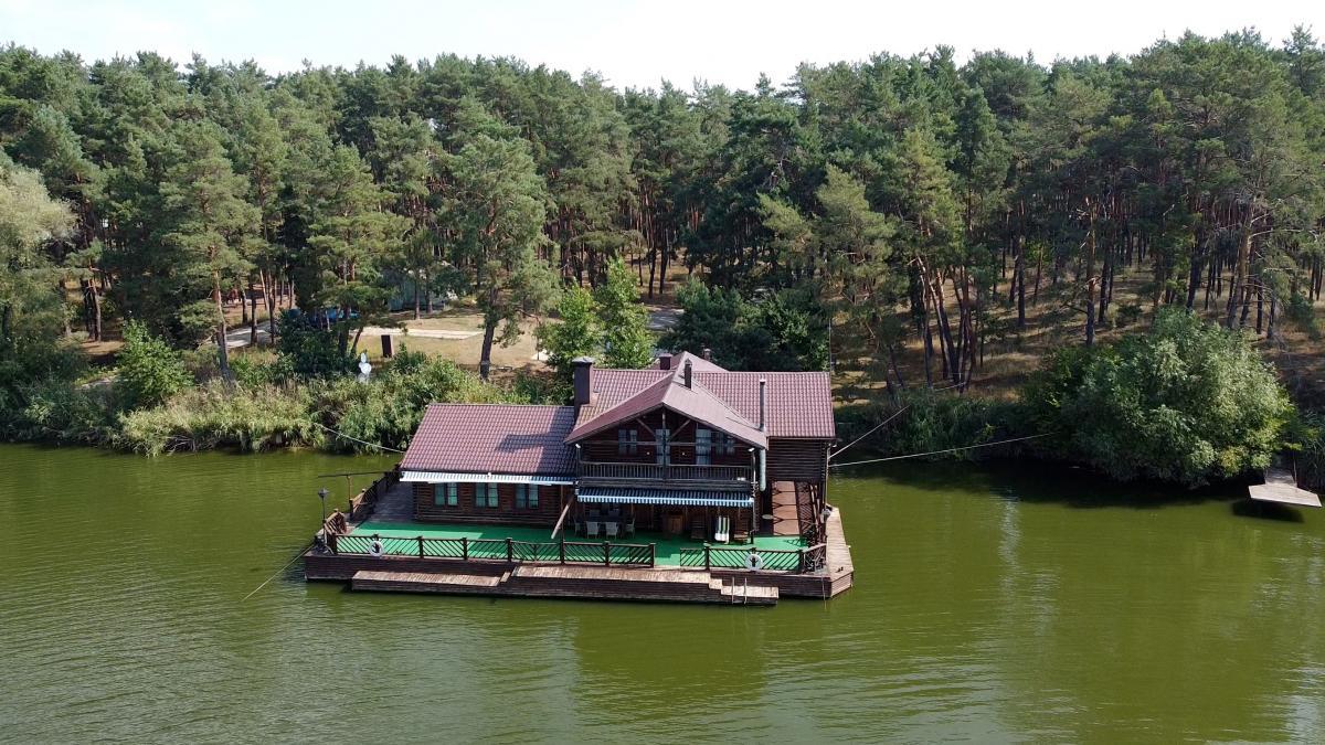 Будиночок на воді, якого немає в декларації / скріншот