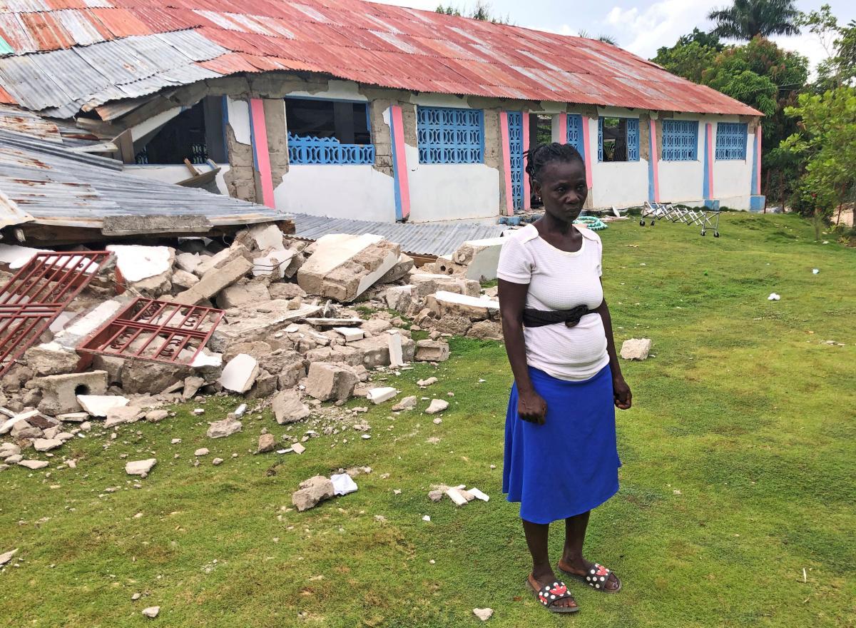 Жертвами землетрясения на Гаити стали почти 2500 человек / фото REUTERS