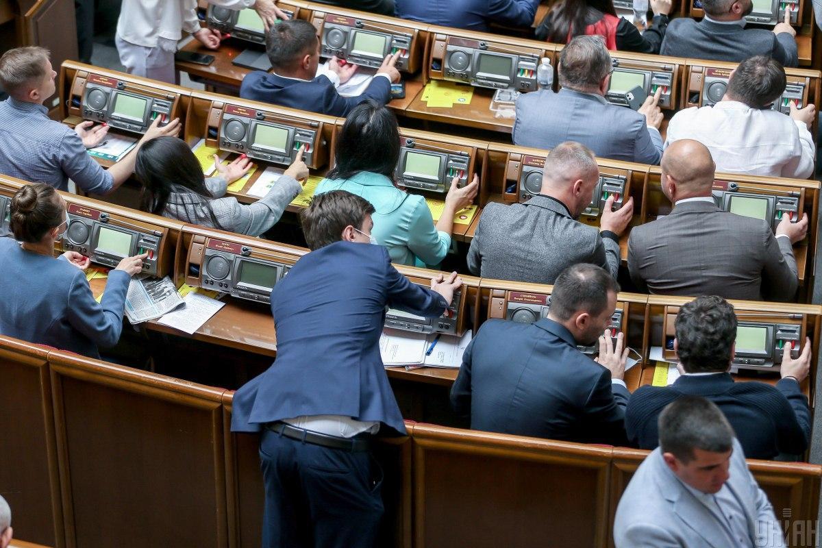 За це рішення проголосували 279 народних депутатів із 379 / Фото УНІАН, В'ячеслав Ратинський