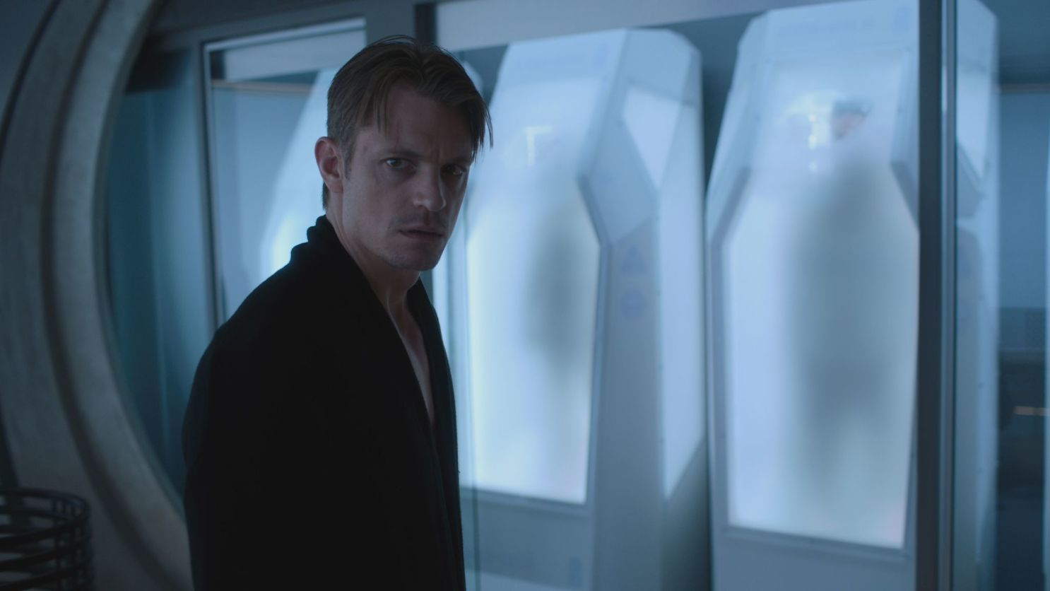 Юель Кіннаман зіграв головного героя Такеші Ковача в першому сезоні серіалу / скріншот