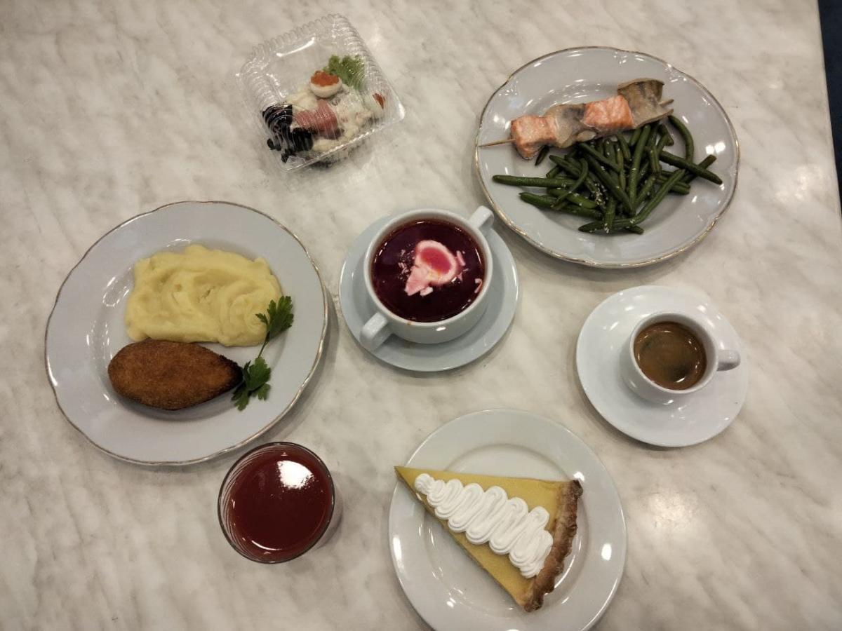 Сытный обед в столовой Верховной Рады / фото Таня Поляковская, УНИАН