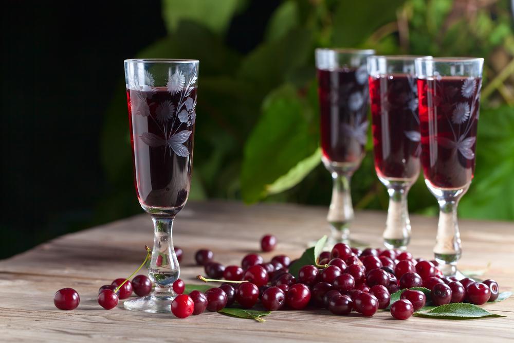 Домашнее вино из вишни / фото ua.depositphotos.com