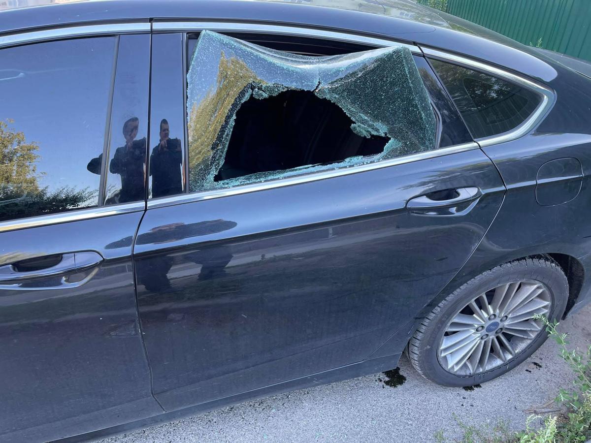 У Київській області розтрощили авто правозахисника / фото Facebook/Павло Лисянський