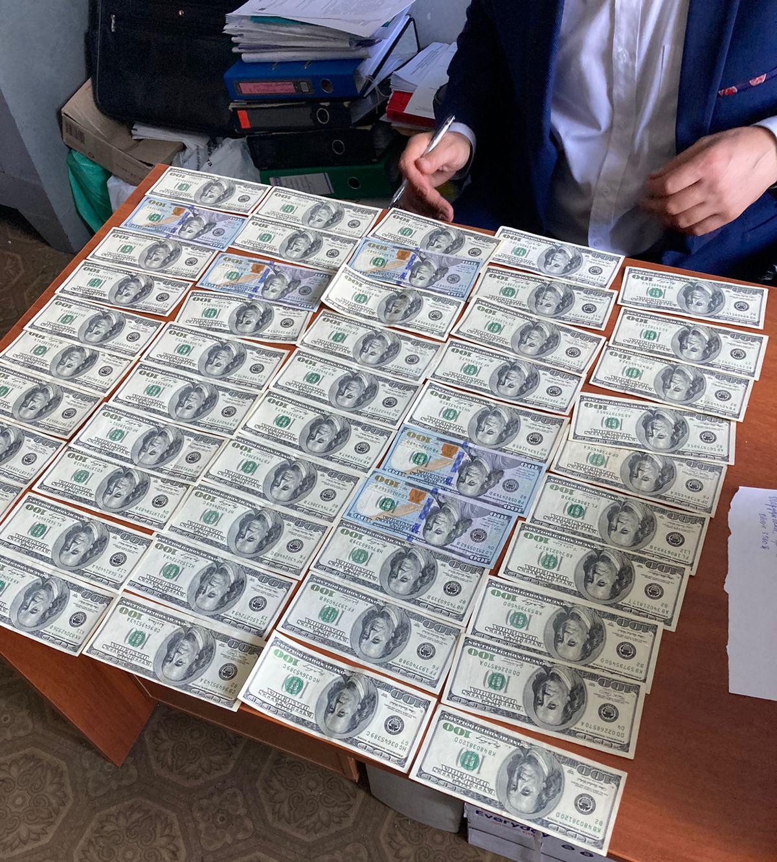 Первый транш взятки составлял 5 тысяч долларов США / фото gp.gov.ua
