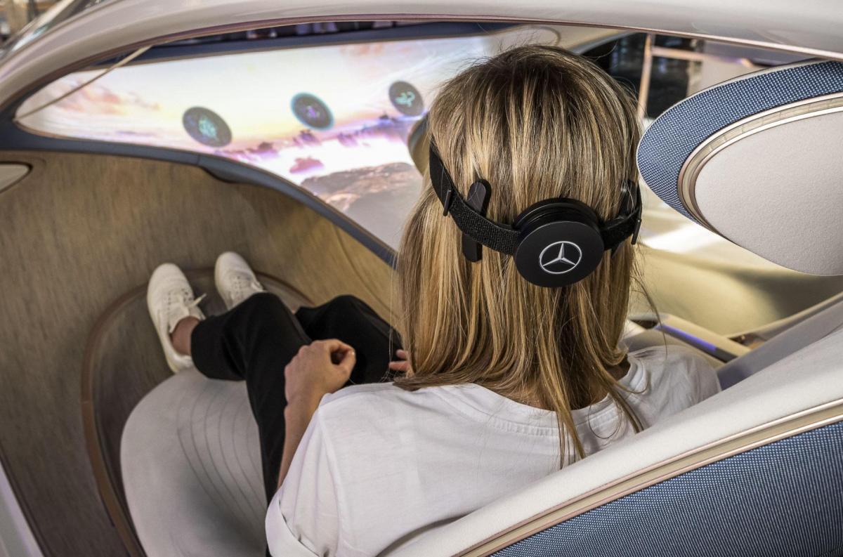 """У Mercedes представили пристрій для """"читання думок"""" / фото Mercedes-Benz"""