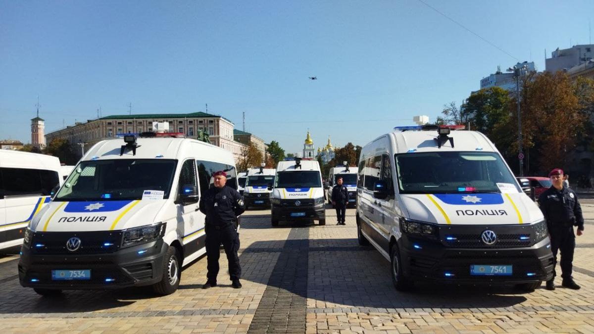 Сертификат на оборудование посол ЕС передал главе Национальной полиции / фото - УНИАН, Леся Лещенко