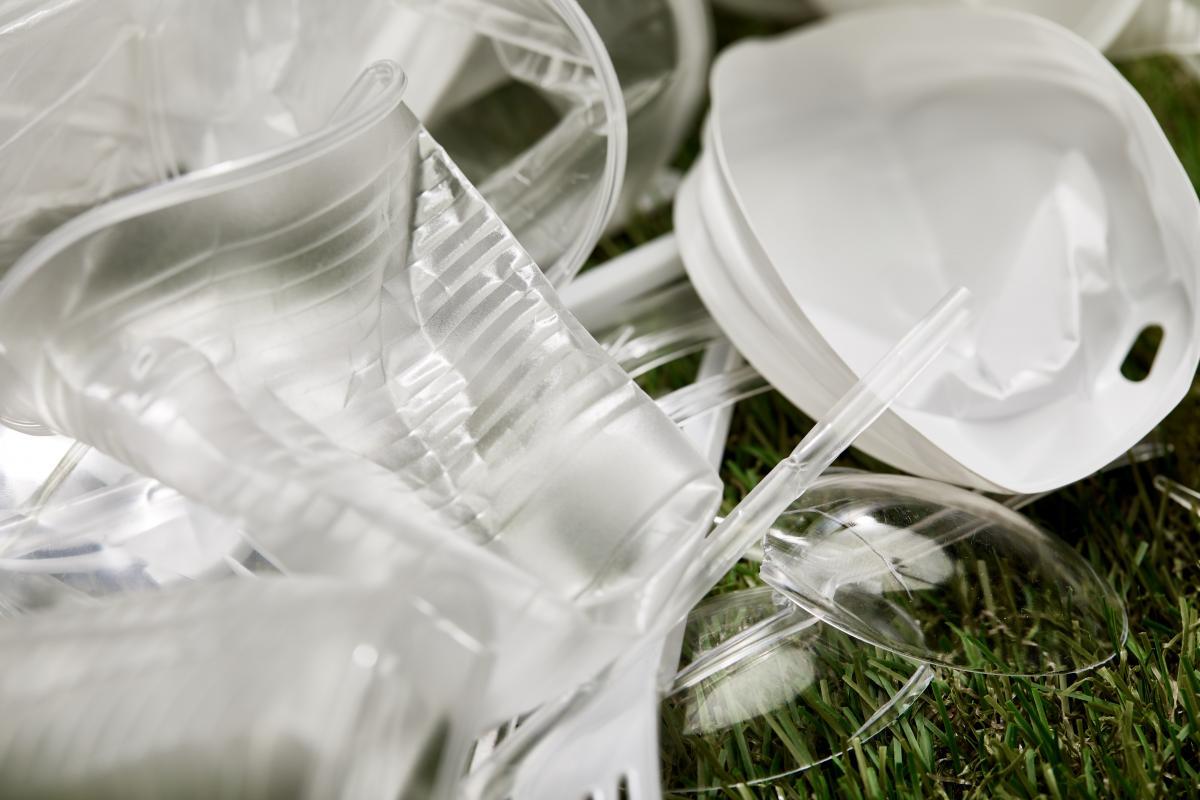 Пластиковий посуд в Україні хочуть заборонити / фото ua.depositphotos.com