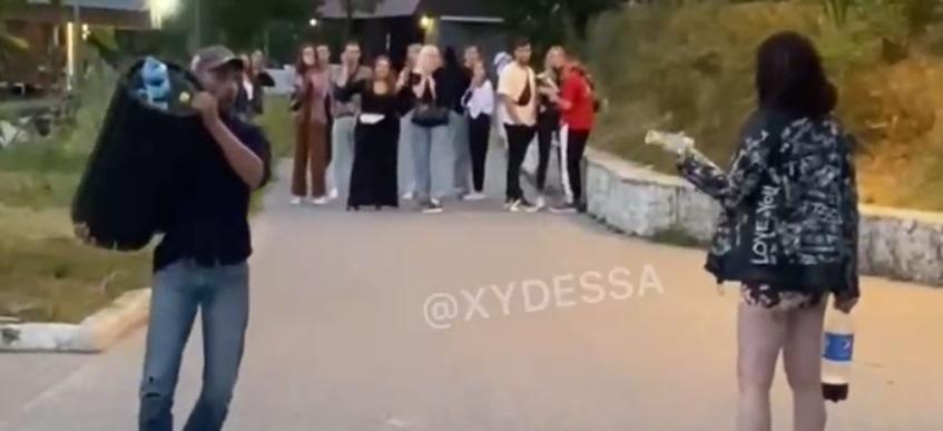 В Одессе между молодыми людьми вспыхнул конфликт/ Cкриншот с видео
