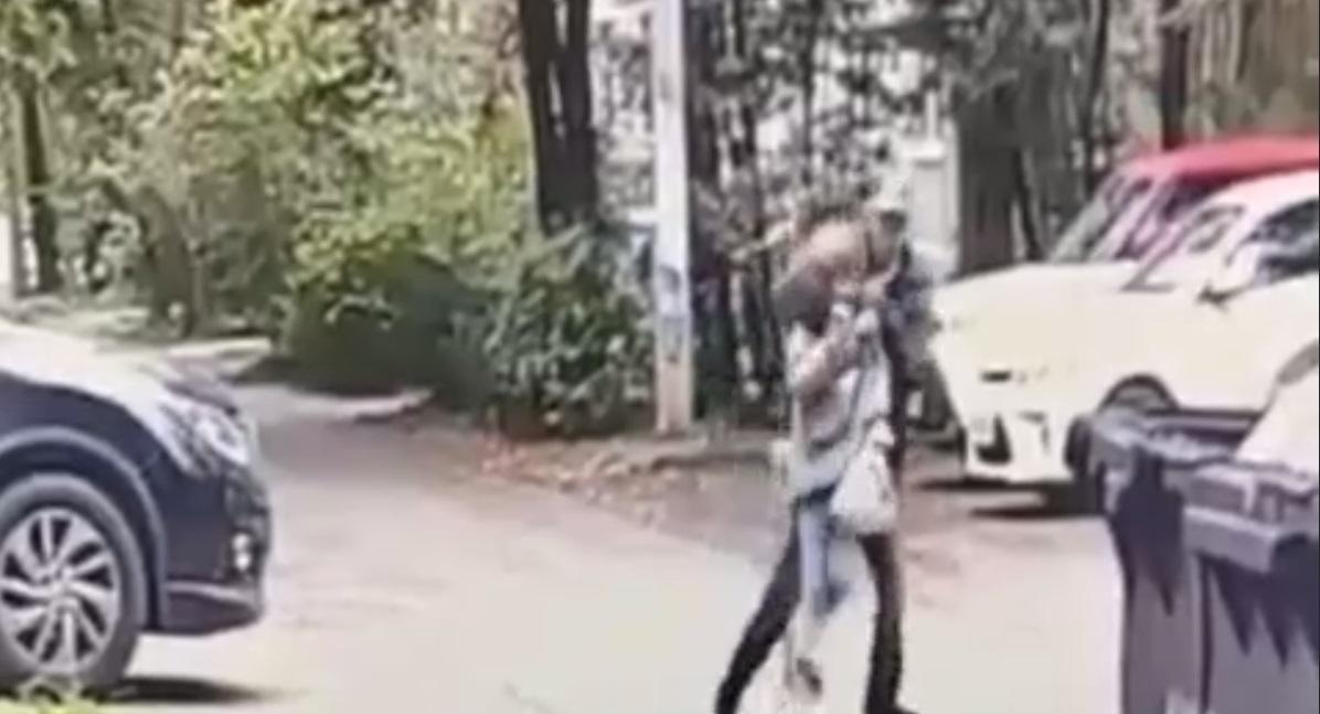 В Росії серед білого дня напали на дитину / скріншот з відео