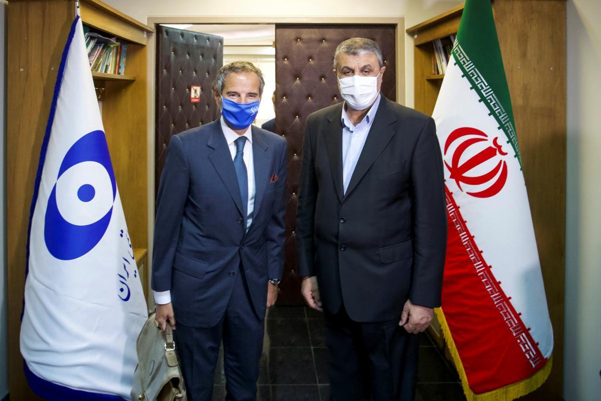 Встреча гендиректора МАГАТЭ Рафаэля Гросси и главы Организации по атомной энергии Ирана Мохаммада Эслами / фото REUTERS