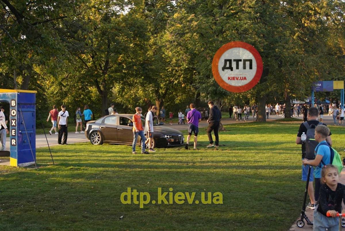 Самостоятельно уехать оттуда ему не удалось / фото: dtp.kiev.ua