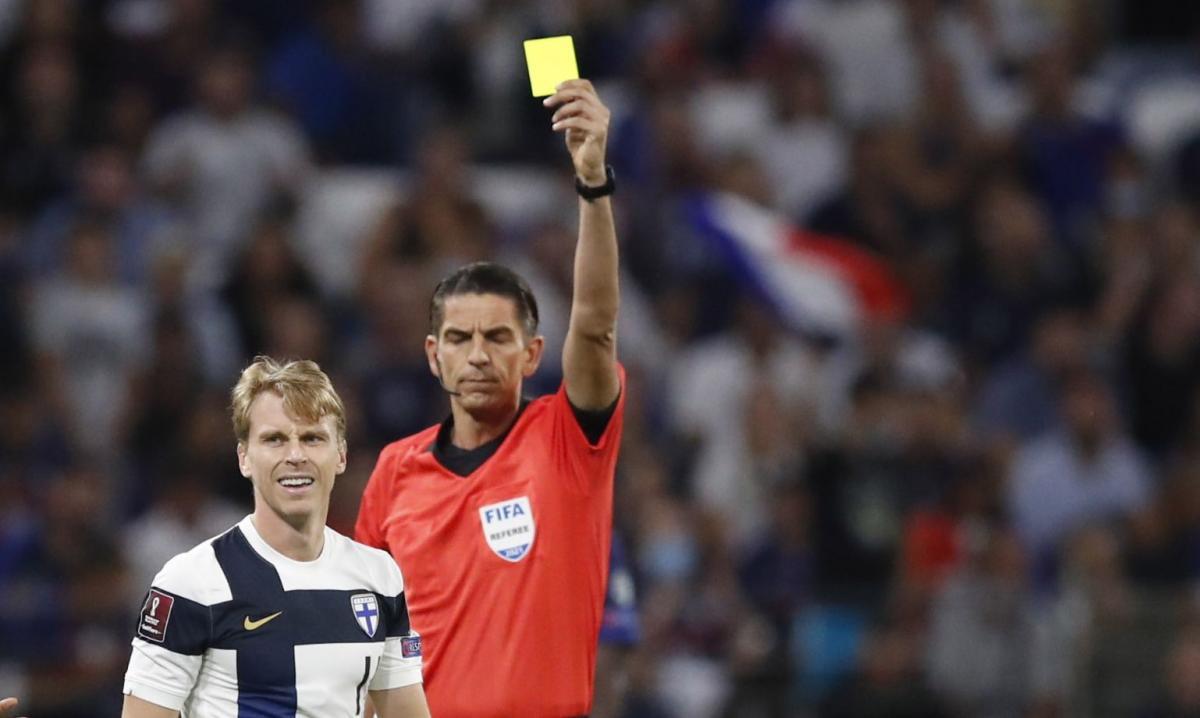 Деніз Айтекін нещодавно судив матч Франція - Фінляндія / фото REUTERS