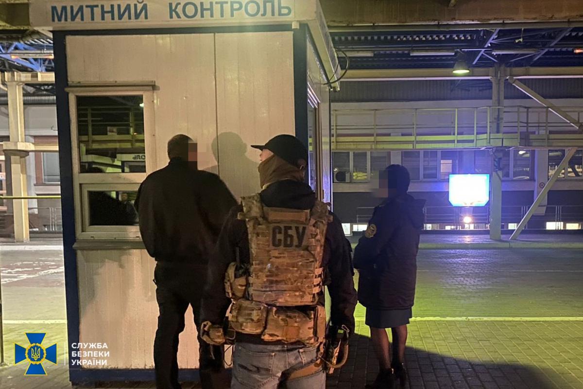 На Львівщині викрито двох митників на вимаганні хабарів / фото ssu.gov.ua