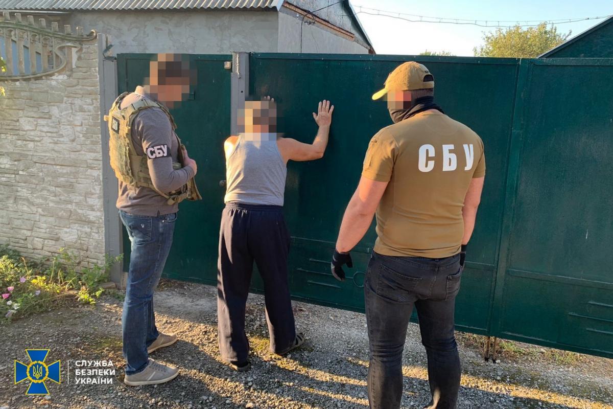 Бойовик визнав свою провину/ фото СБУ