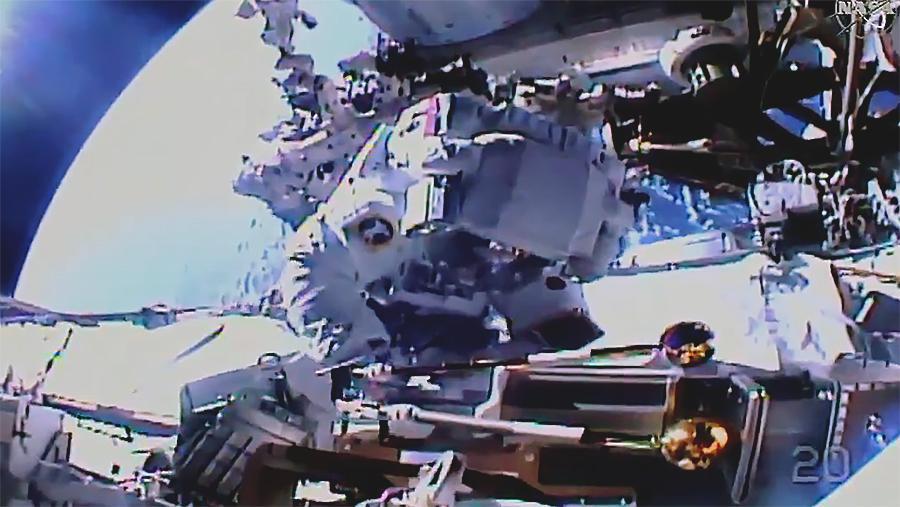 На МКС успішно встановили слот для нової сонячної батареї / NASA