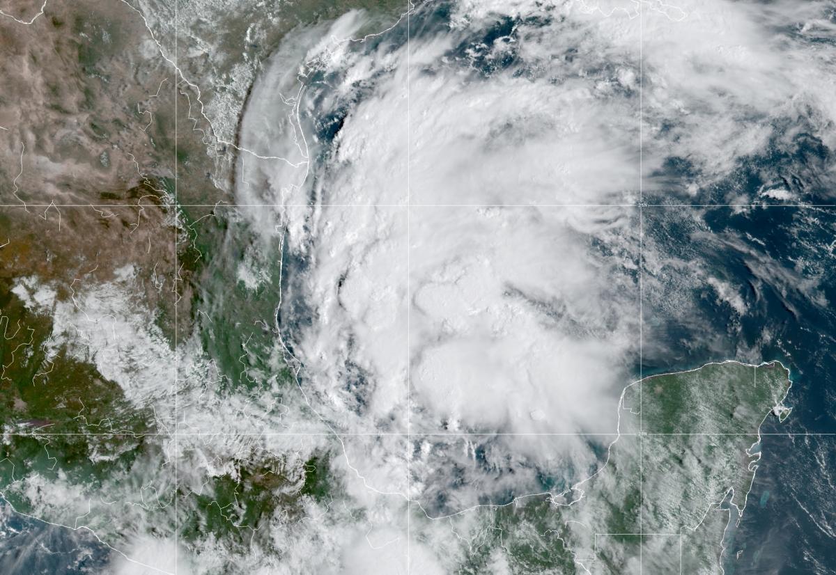 """В Техасе готовятся к наводнению из-за урагана """"Николас"""" / фото REUTERS"""