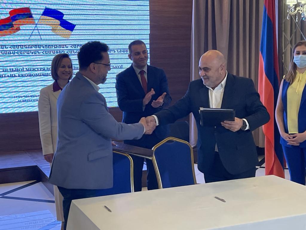 Регуляторы Украины и Армении подписали меморандум о сотрудничестве в сфере регулирования телерадиовещания / фото Нацсовет