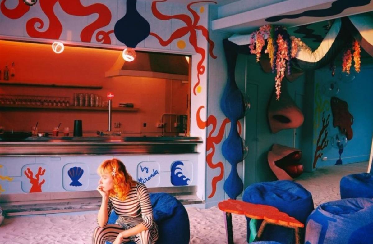 Декорації нічного клубу Лінча / фото Miranda Makaroff / Instagram