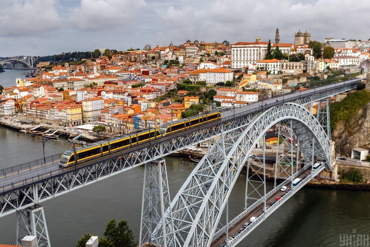 Один з найвідоміших мостів у Порту / фото УНІАН ( Янош Немеш)