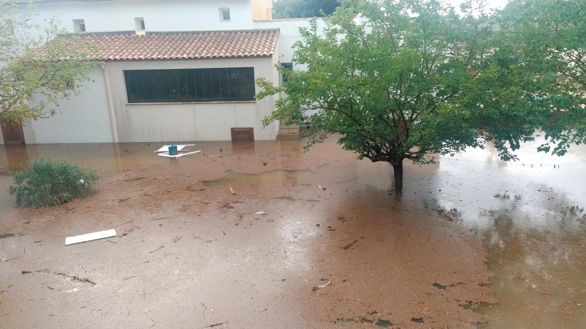 У Франції через проливні дощі почалися повені / фото REUTERS