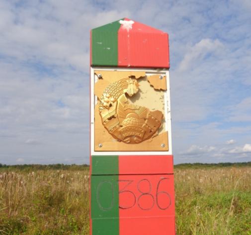 Пошкоджений білоруський прикордонний знак / фото gpk.gov.by