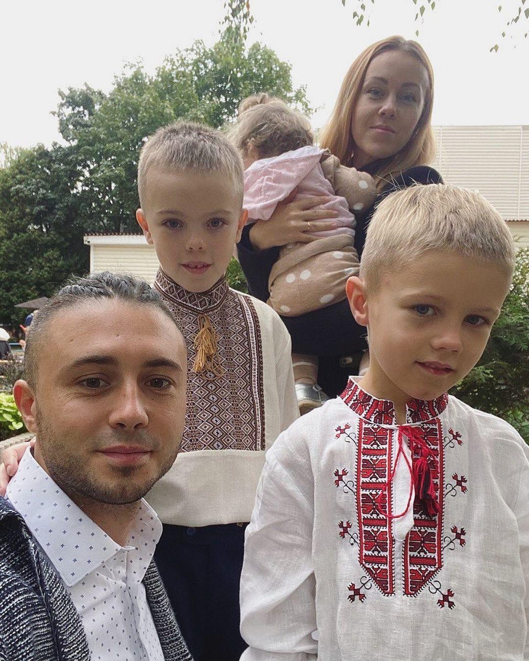 Тарас Тополя та Alyosha виховують трьох дітей / фото instagram.com/tarastopolia