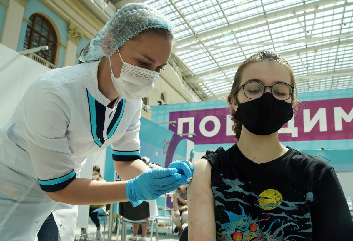 Вакцинація в Україні стартувала у лютому 2021 року / фото REUTERS