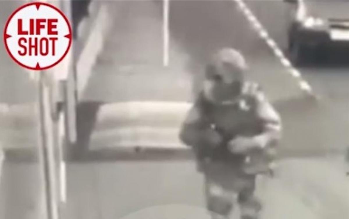 Мужчина в униформе убил трех человек/ скриншот из видео
