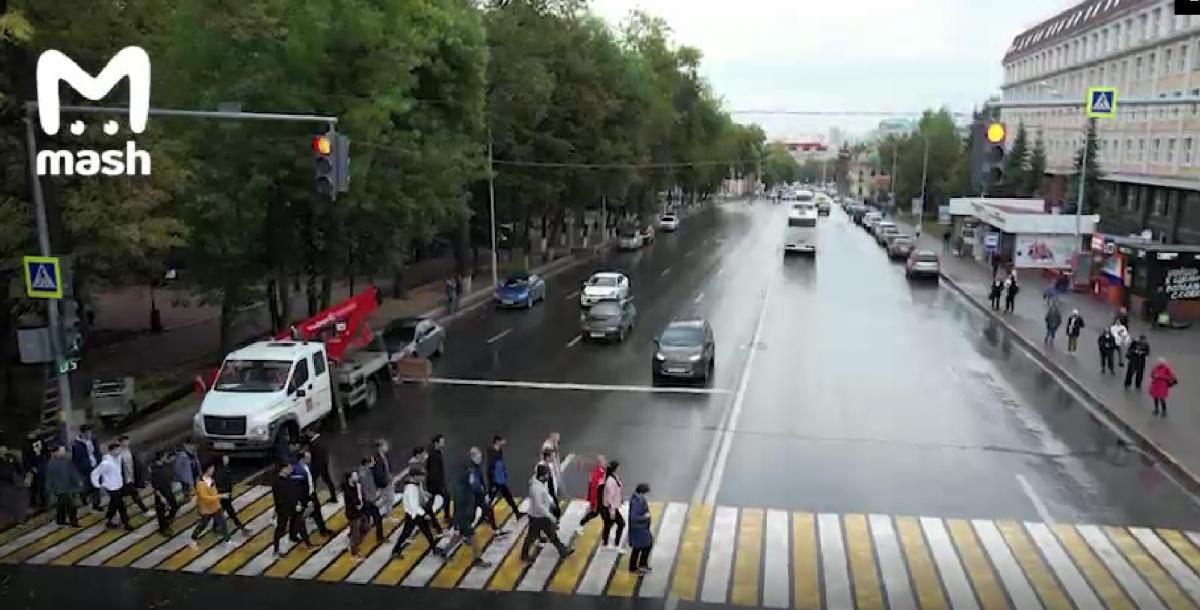 Жителям Уфы устроили шоу в честь нового светофора / скриншот видео
