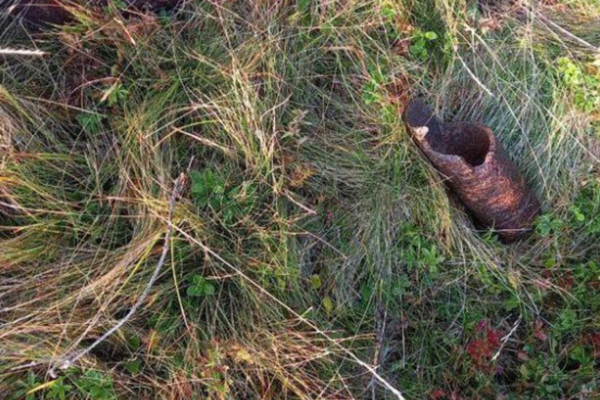 Уламок металу, знайдений після вибуху вКарпатах / фото Поліція Закарпаття