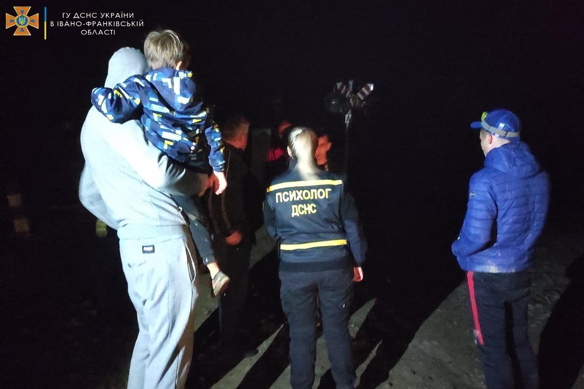 Постраждалі у результаті вибуху перебували у шоковому стані / фото ГУ ДСНС України в Івано-Франківській області