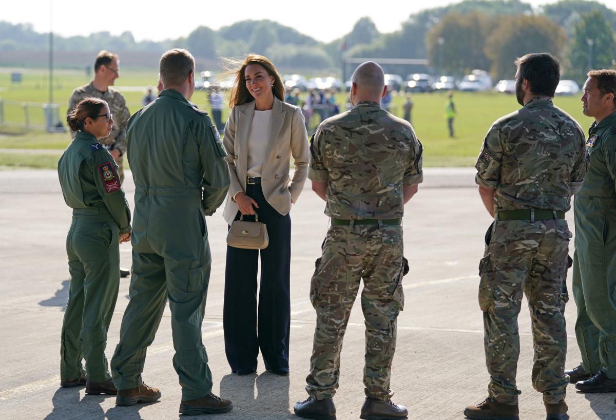 Кетрін відвідала авіабазу RAF Brize Norton \ фото REUTERS