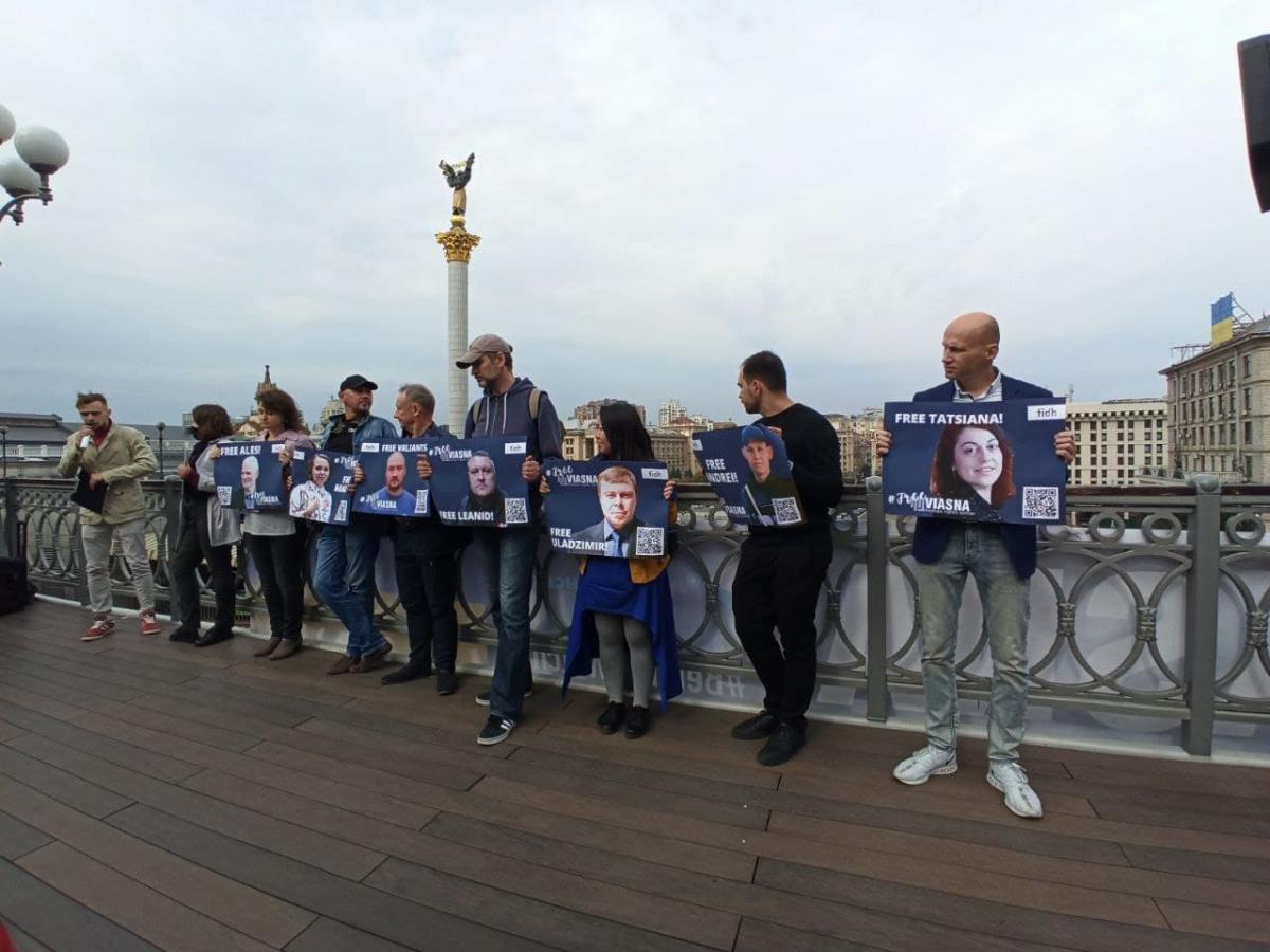 В Киеве прошла акция солидарности с заключенными белорусскими правозащитниками / фото УНИАН / Антонина Доломанжи