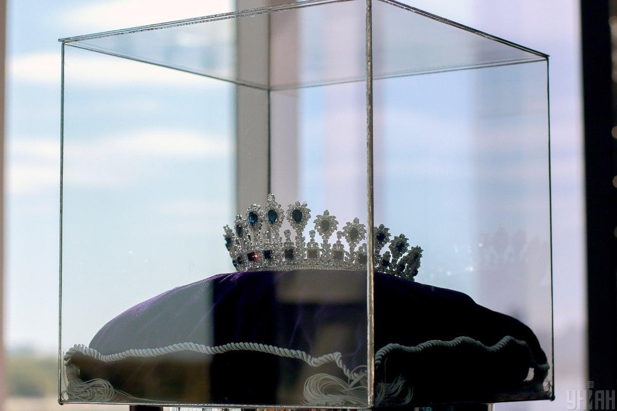 Корона для переможниці / фото УНІАН , Вальдемар Горлушко