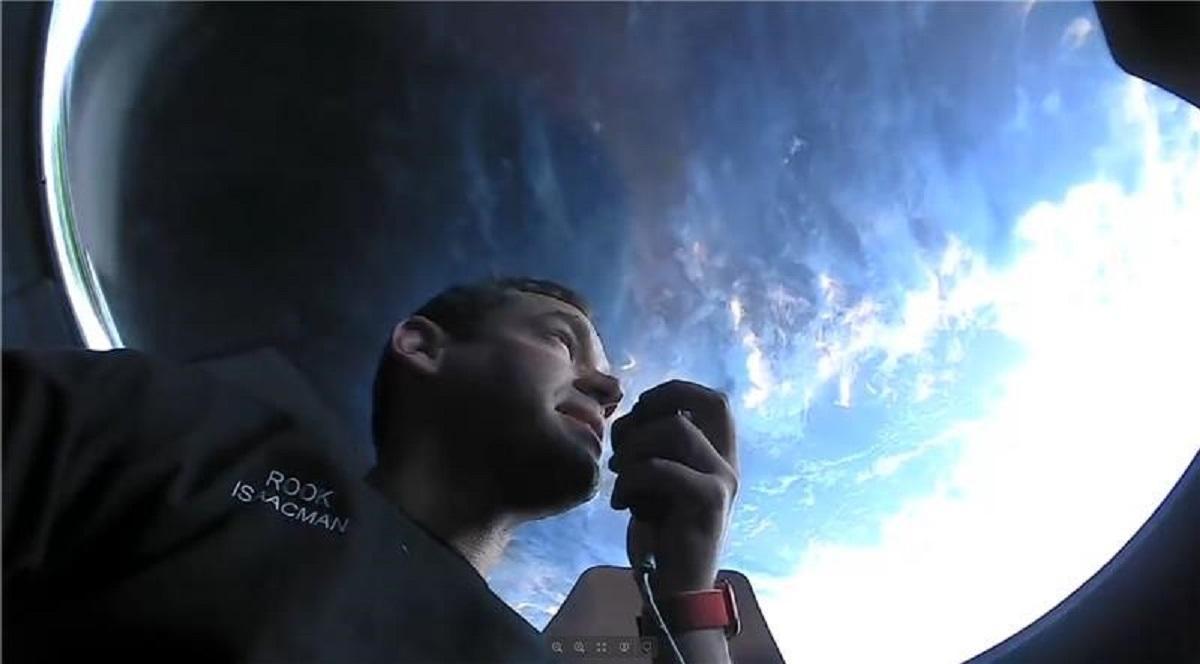 С момента взлета экипаж совершил более 15 оборотов вокруг планеты Земля / фото - twitter.com/SpaceX