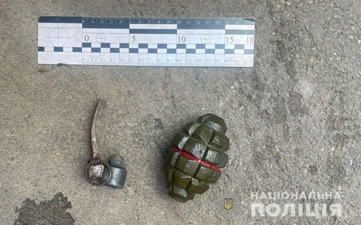 Зловмисник стверджує, що це макет гранати / фото od.npu.gov.ua