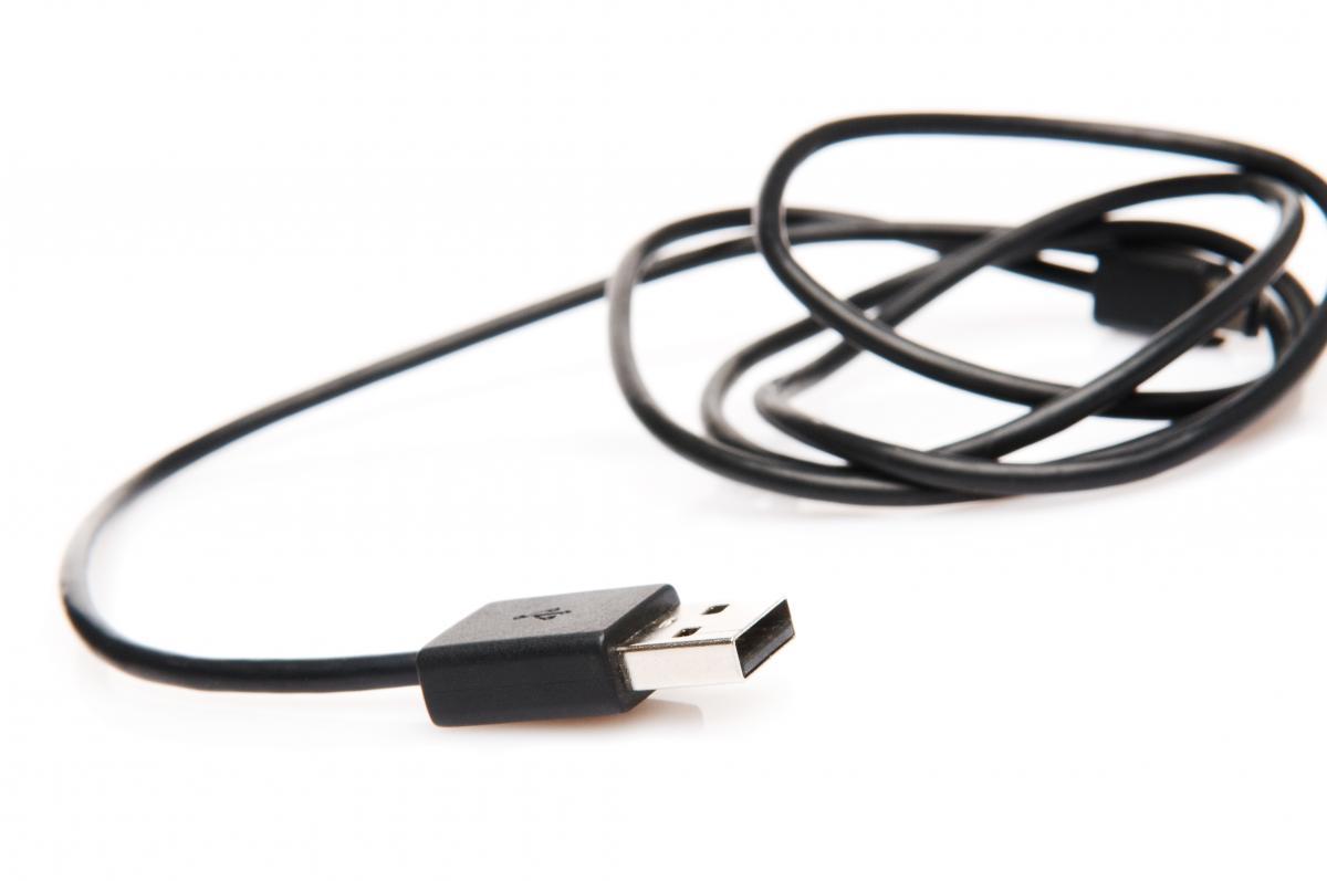 """15-летнего парня охватило""""сексуальное любопытство"""", и онвставил USB-провод в свою уретру / фото ua.depositphotos.com"""