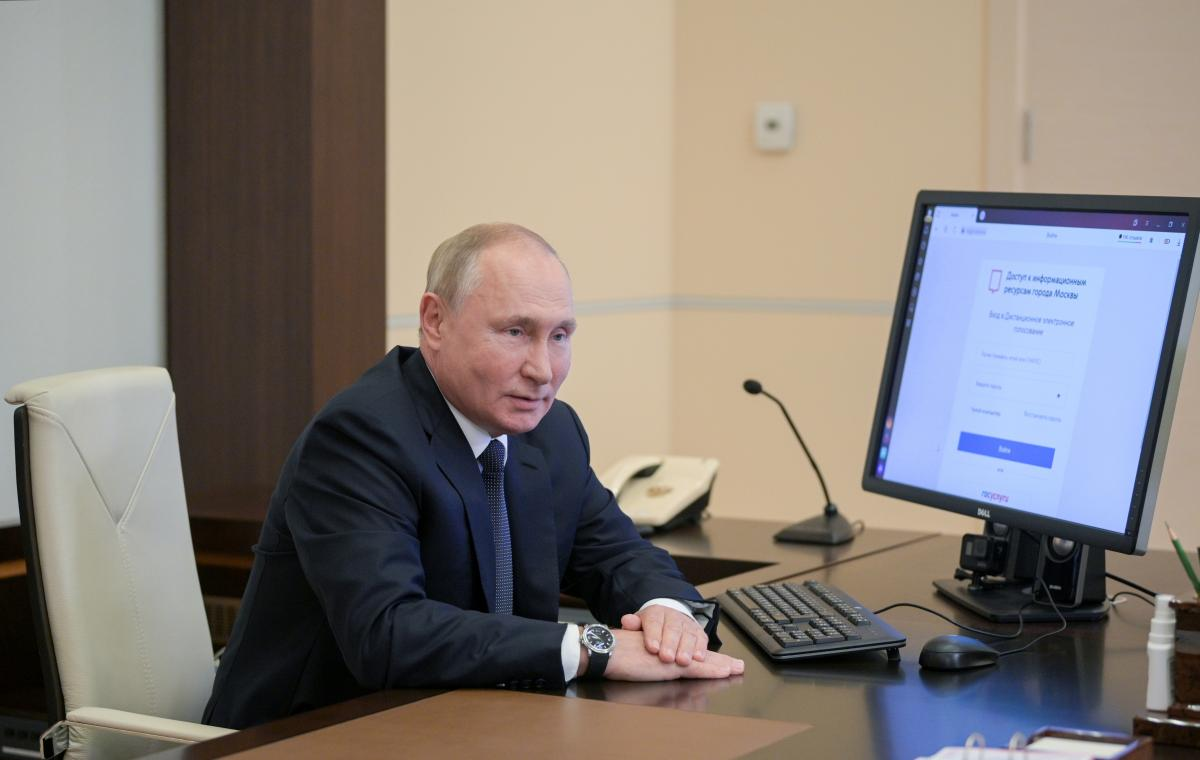 Putin during the remote voting in the Russian elections / photo REUTERS