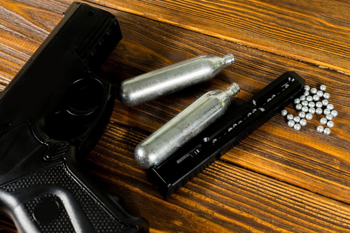 """Стрелок выжил. Результатом такой """"игры"""" для него стало ранение правого виска / фото ua.depositphotos.com"""